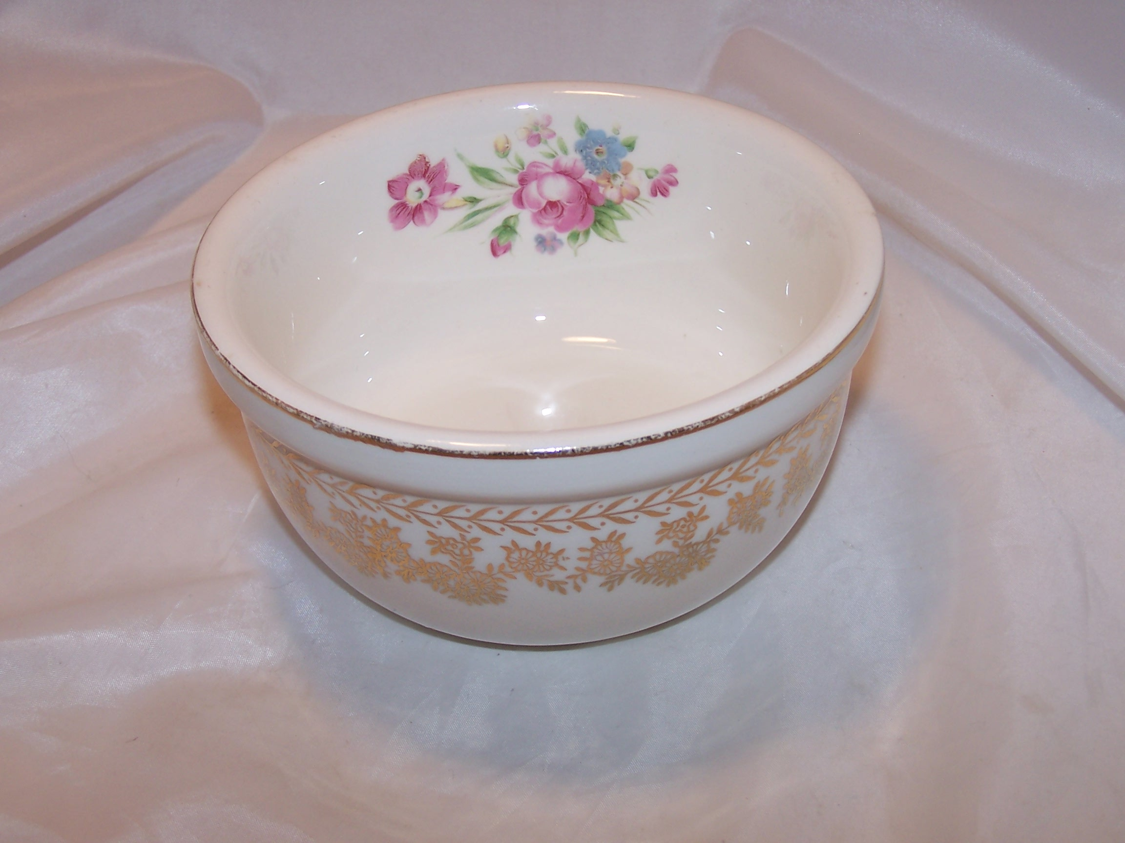 Stetson Mixing Bowl, Gold and Floral Pattern, Ovenware