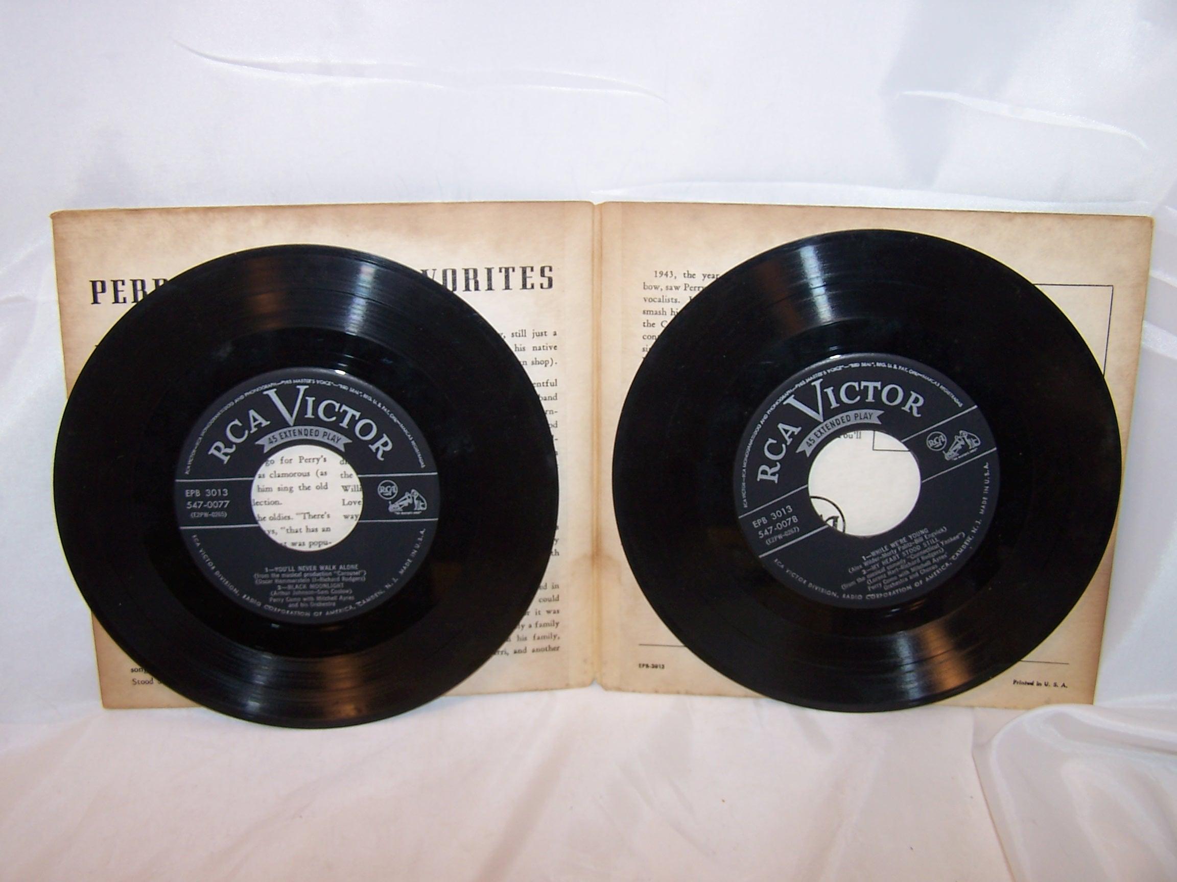 Image 3 of Perry Como, TV Favorites 45 RPM Record Set