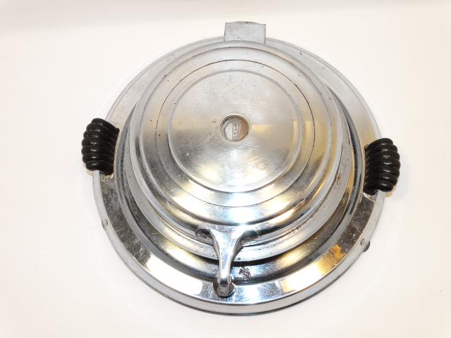 Image 1 of Waffle Iron Art Deco Manning-Bowman and Co. 1935
