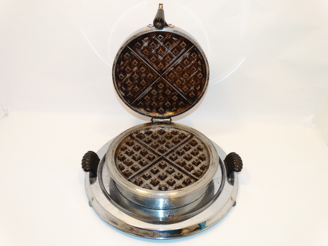 Image 6 of Waffle Iron Art Deco Manning-Bowman and Co. 1935