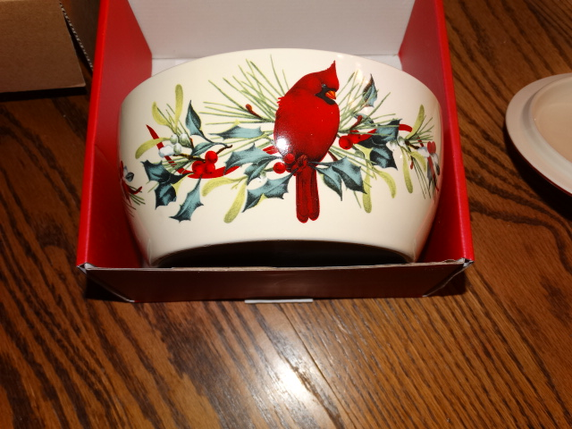 Lenox winter greetings covered casserole dish new in box m4hsunfo