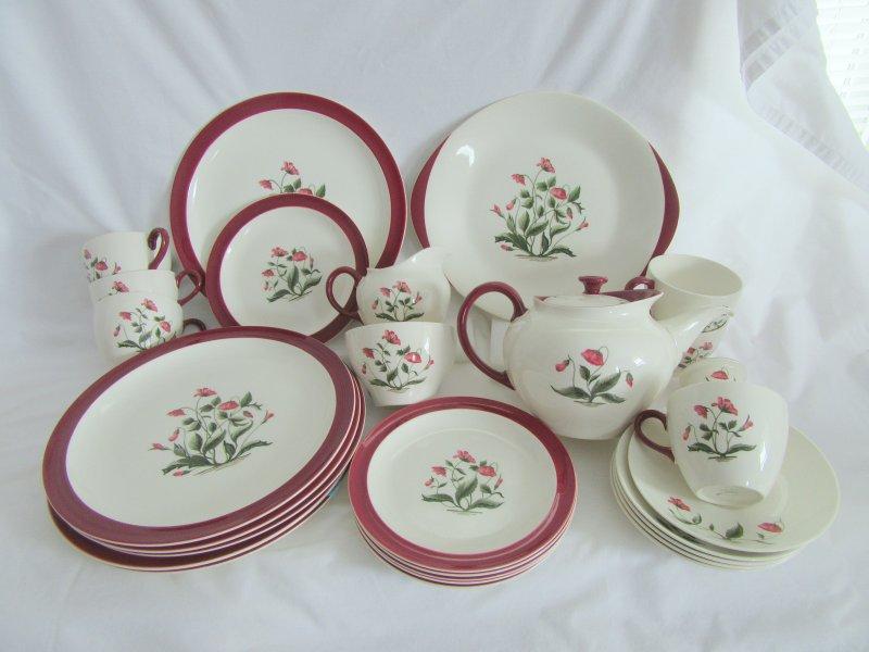 Wedgwood Dinnerware & Wedgwood China Ruby Mayfield Barlaston for 6 PLUS BONUS Serve Pcs.