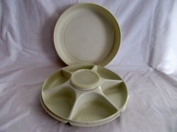 Tupperware Round 6 sectioned Server w/center bowl and lid
