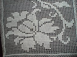 '.Filet Crochet 25 x 18 inches.'