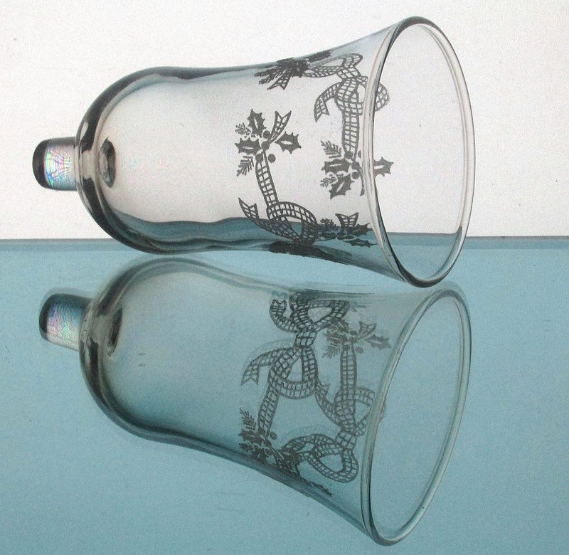 Home Interiors Peg Votive Candle Holder Embossed Bows and Holly