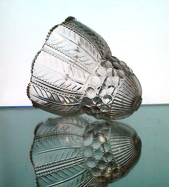 Glass Lamp Shade Victorian Top Hole Clear Ornate Heavy Petticoat