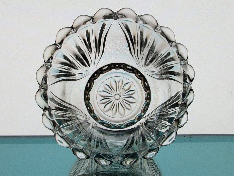 Hanging Candle Holder Scalloped Rim 4.25 x 2.75 HCH052