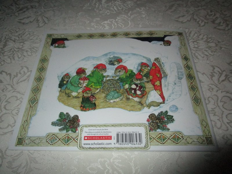 Image 5 of The Animals' Santa Jan Brett Brand New Softcover