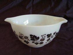 Vintage Pyrex Cinderella Style Black Gooseberry Mixing Bowl 441 1 1/2 pints