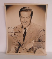 Ray Milland, Hollywood Actor signed autographed photo, 1940s