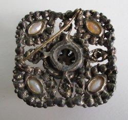 '.Antiqued design brooch.'