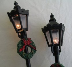 Dollhouse Lamp Posts, Outdoor Items. Lights Work