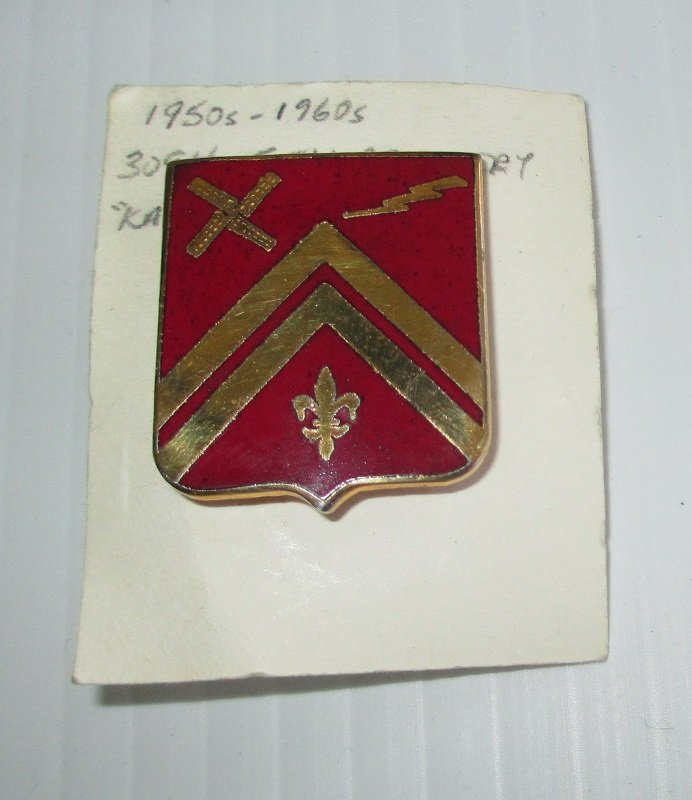 309th U.S. Army Field Artillery insignia metal pin. Korean or Vietnam war time frame. 1950s to 1960s. Worn on Army Uniforms and caps. Excellent condition. Kahn 6K