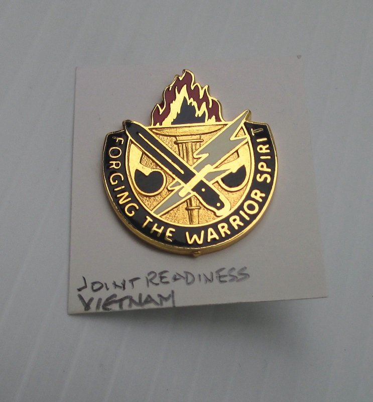 Insignia pin Army Joint Readiness Training Center, Ft. Polk Louisiana. Forging The Warrior Spirit. S-21 Vietnam time. Worn on Army Uniforms and caps. Made in U.S.A. Excellent condition.