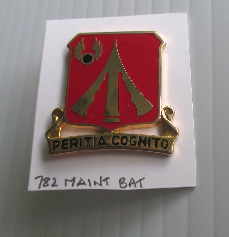 U.S. Army 782nd Maintenance Battalion insignia metal pin. Peritia Cognito. D22. Worn on Army Uniforms and caps. 