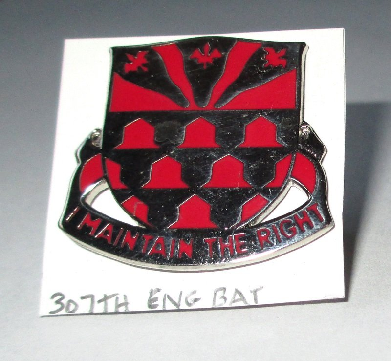 307th U.S. Army Engineer Battalion I Maintain the Right insignia metal pin. Worn on Army Uniforms and caps. Excellent condition. D-22