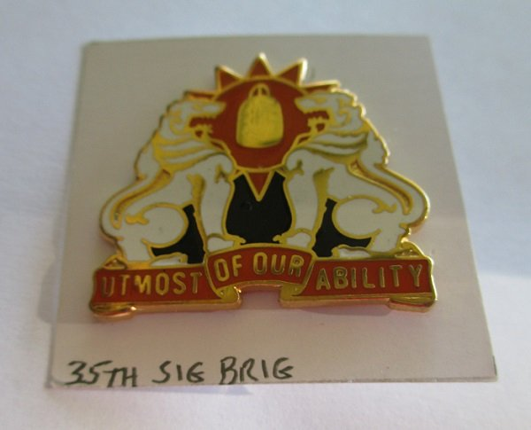 35th U.S. Army Signal Brigade insignia metal pin.