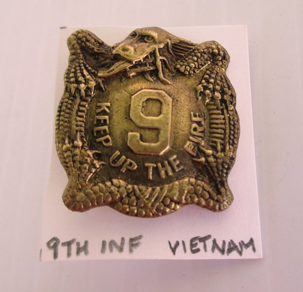 9th U.S. Army Infantry DUI DI insignia metal pin. Has the motto Keep Up The Fire. Stated to be Vietnam. Yon Se Co. Korea. Worn on Army Uniforms and caps