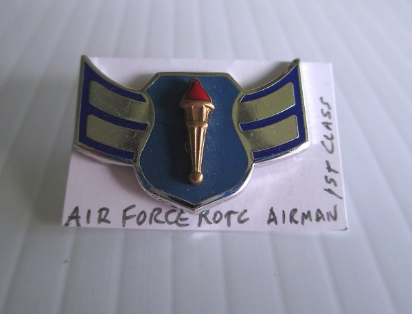 U.S. Air Force Enamel Rank pin. Designates ROTC Airman 1st Class. Marked I.I.C., G.I. Worn on Air Force Uniforms. Excellent condition.