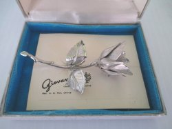 '.Giovanni Christmas Rose Brooch.'