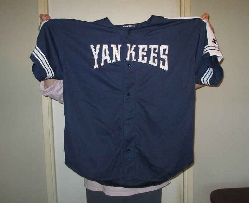 Major League Baseball New York Yankees button down jersey. Made by Starter. Size 2XL. Stated to be worn once. MLB logo on tag.