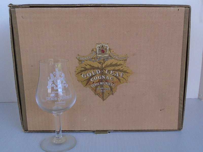 Set of 10 Gold Leaf Cognac stemmed glasses, Denis Mounie. By appointment to the Late King George V. 1948 or 1962 date. From Paris France.