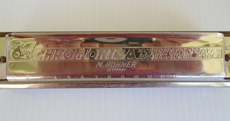 Hohner 280 64 Chromonica Pro Harmonica. Labled 'The64'. Needs a little appearance TLC but still very playable. Estimated 1950s or before.
