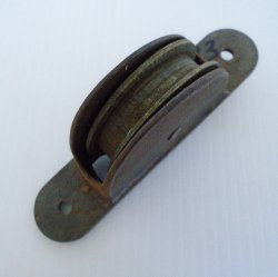'.Antique brass pulley, 2.5 inch.'