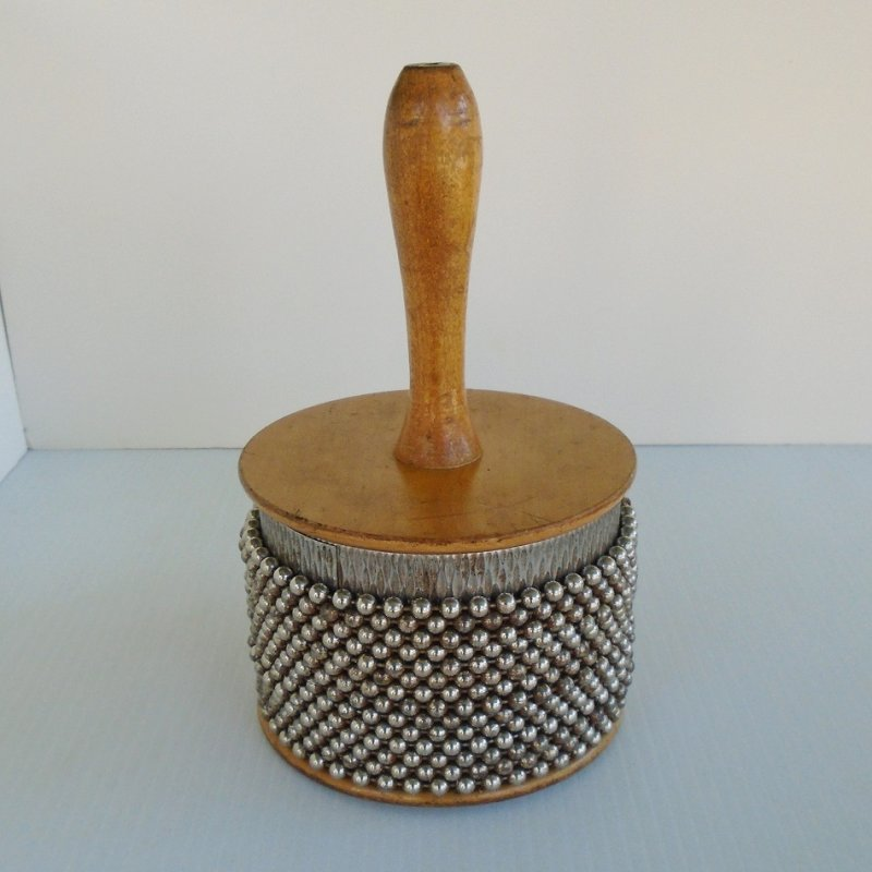Large size Afuche Cabasa Latin percussion rhythm shaker. Made by Martin Cohen Company. 8.5 inches tall, 5.25 inches across the bottom. 1960s. LP234