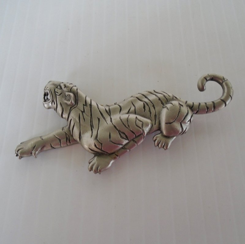 Brooch Pin, White Tiger in a crouching position and signed JJ@1986. JJ stands for Jonette Jewelry. Estate purchase in excellent condition.