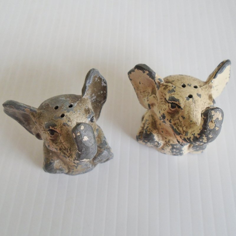 Very old cast iron salt and pepper set from Deep Creek Lake Maryland. 2 inches tall. Needs to be repainted. Unknown date. Estate find.