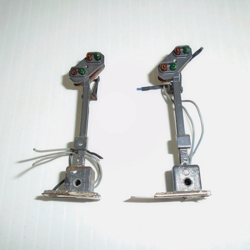 Two Marklin 7187 HO scale Distant Light Signals. Previously owned. Estate purchase.