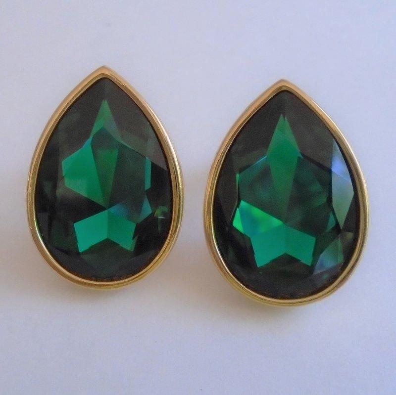 Vintage Swarovski Crystal emerald green teardrop shaped clip on earrings. Estimated 1970s to 1980s. Estate find.