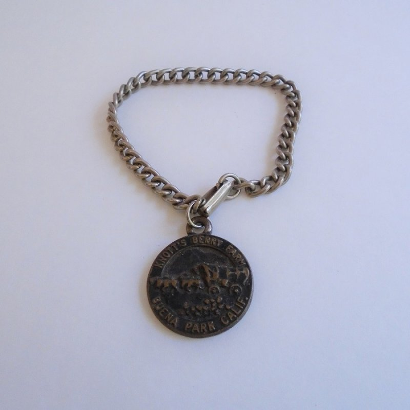 Very old Knott's Berry Farm pendant charm. Features a Conestoga wagon. Estimated to be 1940s thru 1950s. Estate purchase.