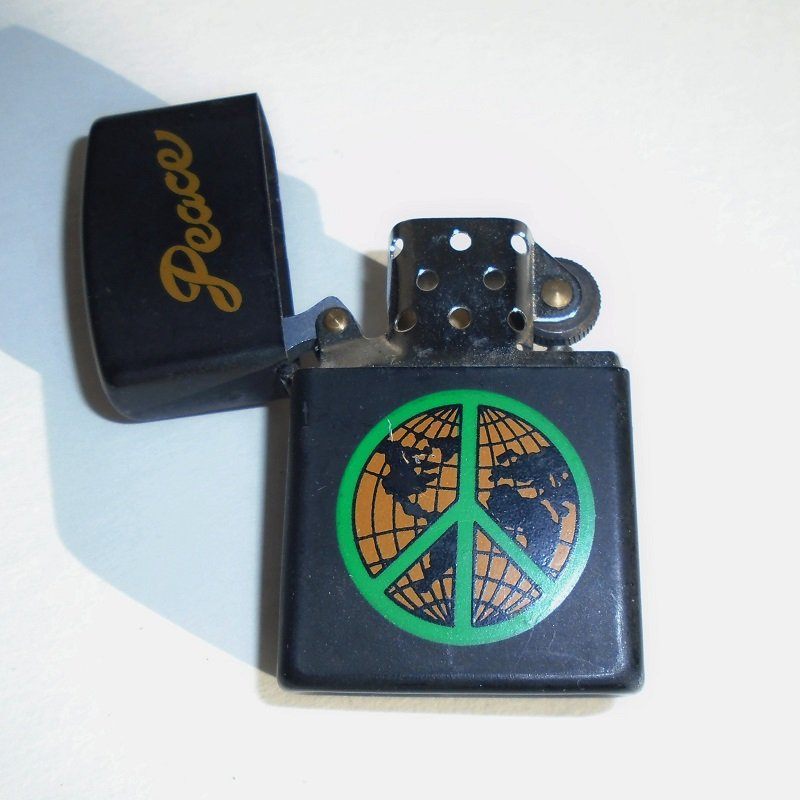 peace sign zippo type lighter but not zippo brand has the peace sign logo