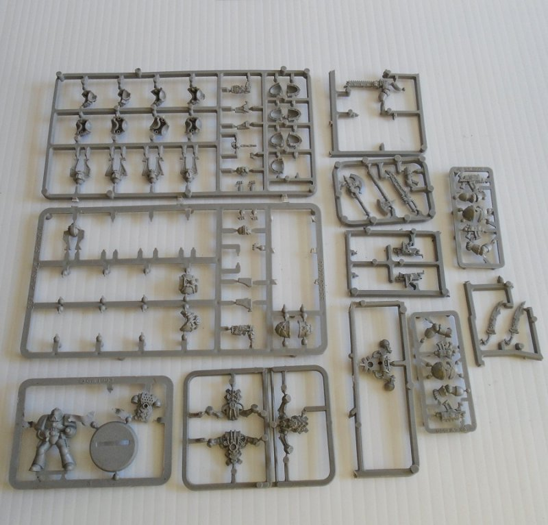 Various parts (weapons, body parts, head gear, and others for Warhammer, Dungeons and Dragons, Mage Knight, or other games. All attached to sprues.