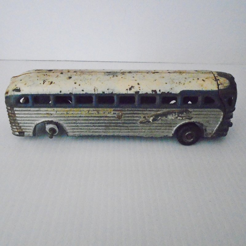 Vintage 1930s to 1940s cast iron Greyhound Scenicruiser Town Bus. 9 inches long. Arcade 4400. Estate purchase.