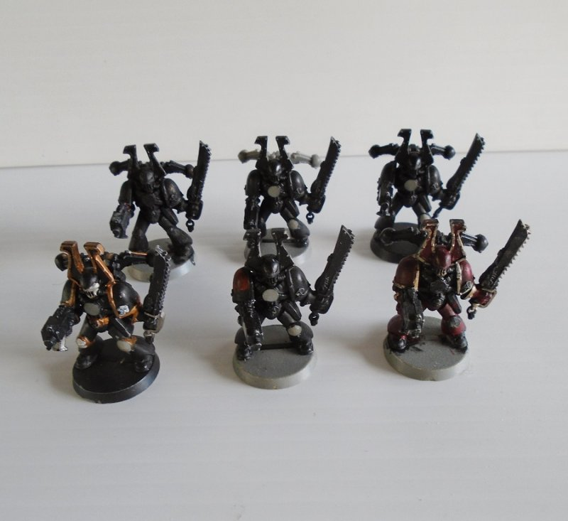 Quantity of 6 fighting figurines, possibly Marine Squad for either Warhammer, Dungeons and Dragons, or Mage Knight.