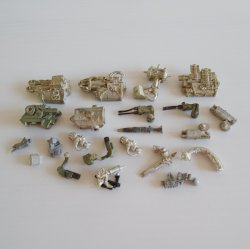 Games Workshop Warhammer, 23 various metal weapons unpainted