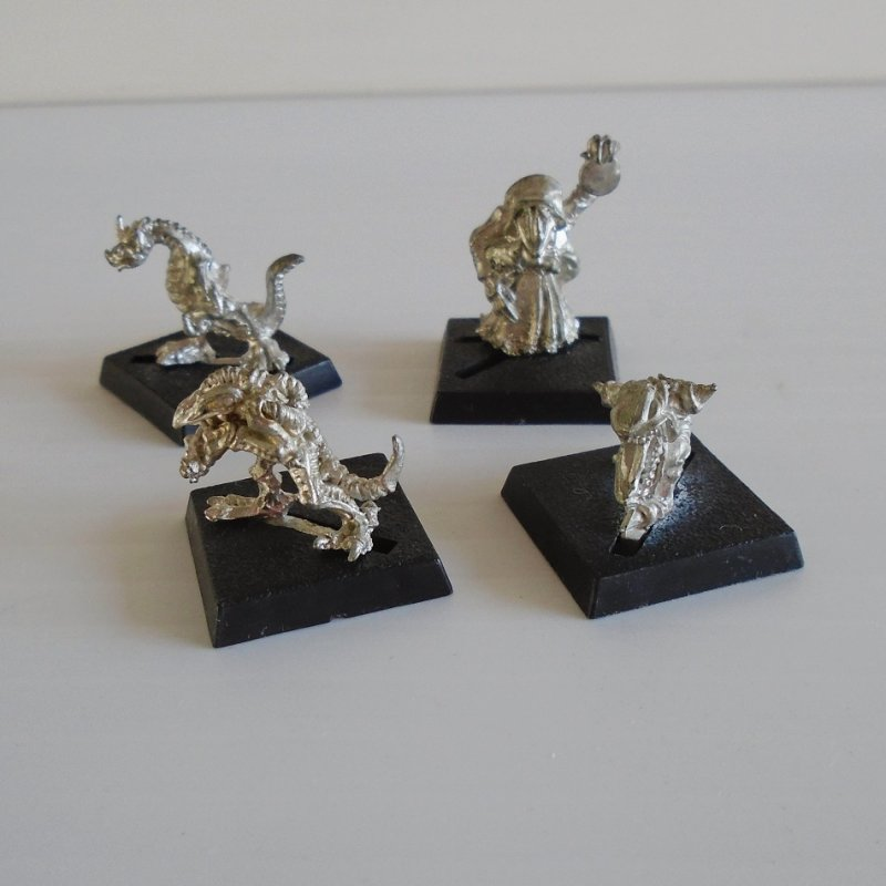 Games Workshop Warhammer 4 mini fighter dragons. May also be for the Dungeons and Dragons or Mage Knight game. Metal, unpainted.