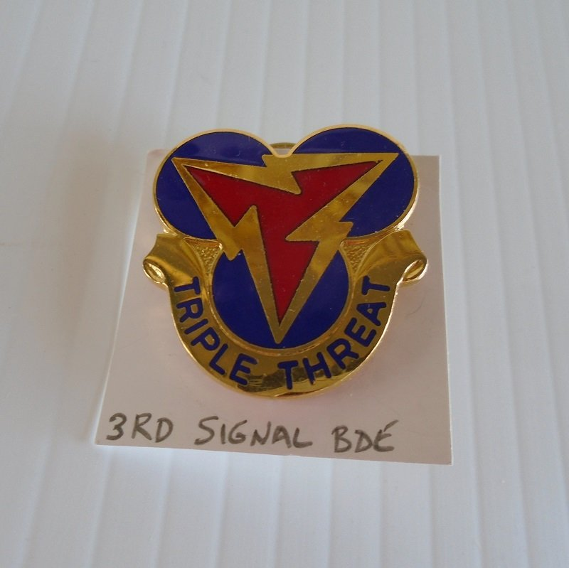 U.S. Army 3rd Signal Brigade enamel DUI insignia pin. Has the motto