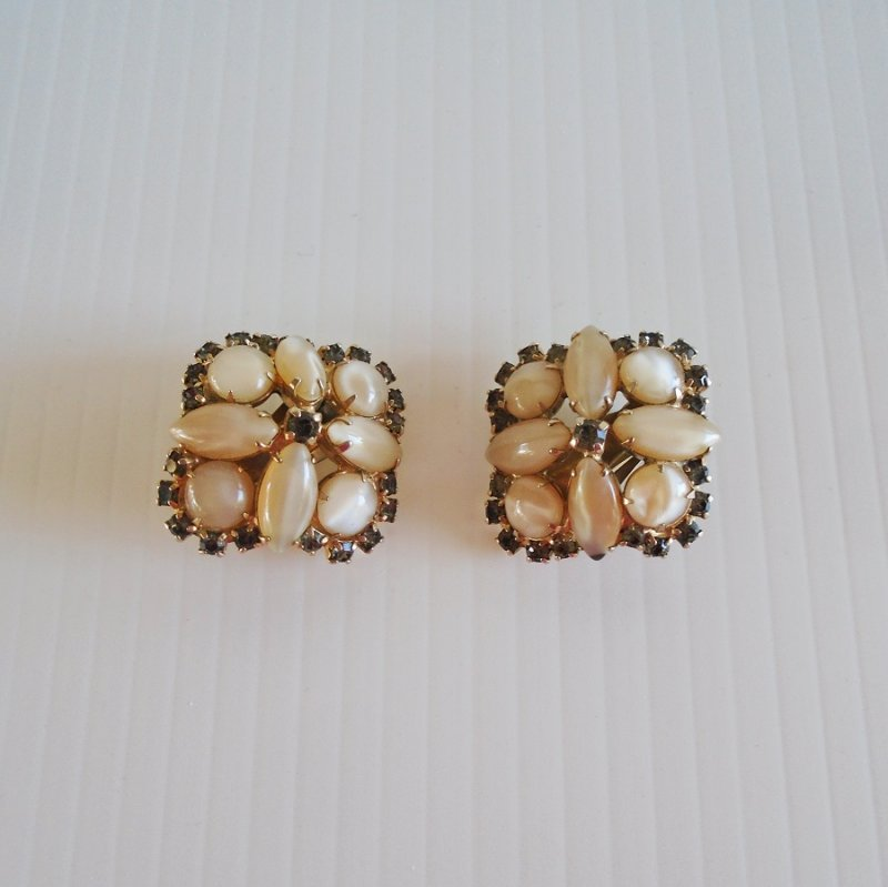 Polished Vanilla Jasper and Rhinestone Clip On Earrings. Unknown vintage age. Estate purchase.