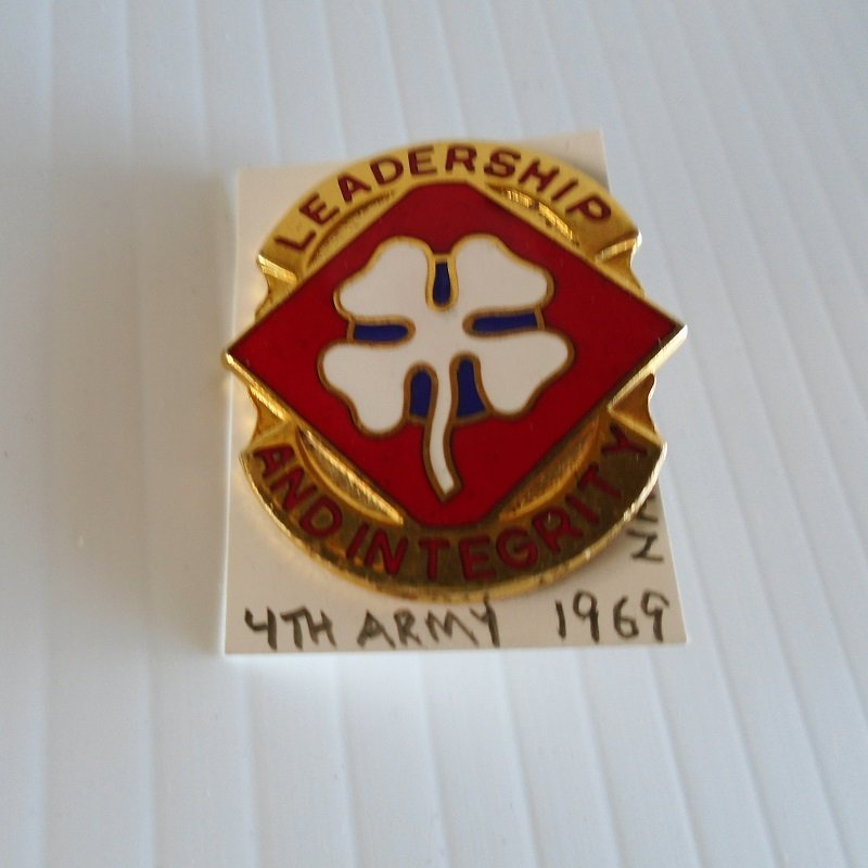 U.S. 4th Army DUI insignia pin. Vietnam era. Has the motto