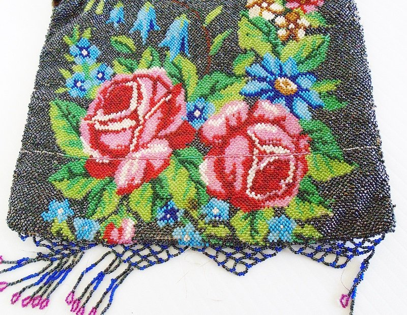 Enlarged view of runner on circa 1910s Antique Floral Steel Beaded Purse. Roses, flowers, beads. Fringed. Most likely made in France.