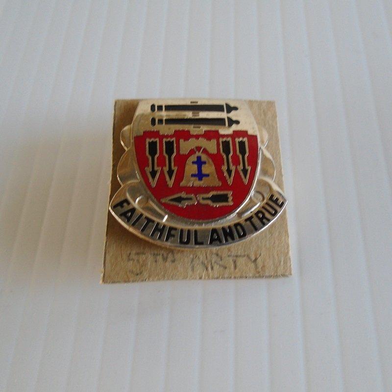 U.S. Army 5th Field Artillery Battalion DUI insignia pin. Has motto