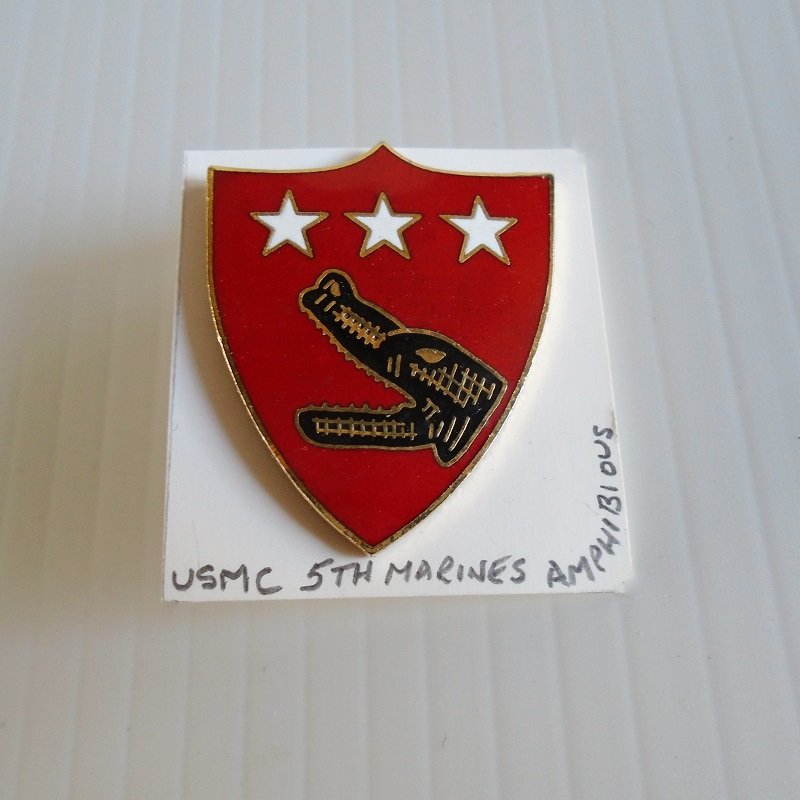 USMC U.S. Marine Corp 5th Amphibious DUI insignia pin. Estate purchase.