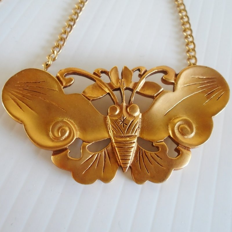 Alva Museum Butterfly necklace for the Smithsonian Museum in Washington D.C. Purchased in 1984. Gold plated. 20 inch link chain included.