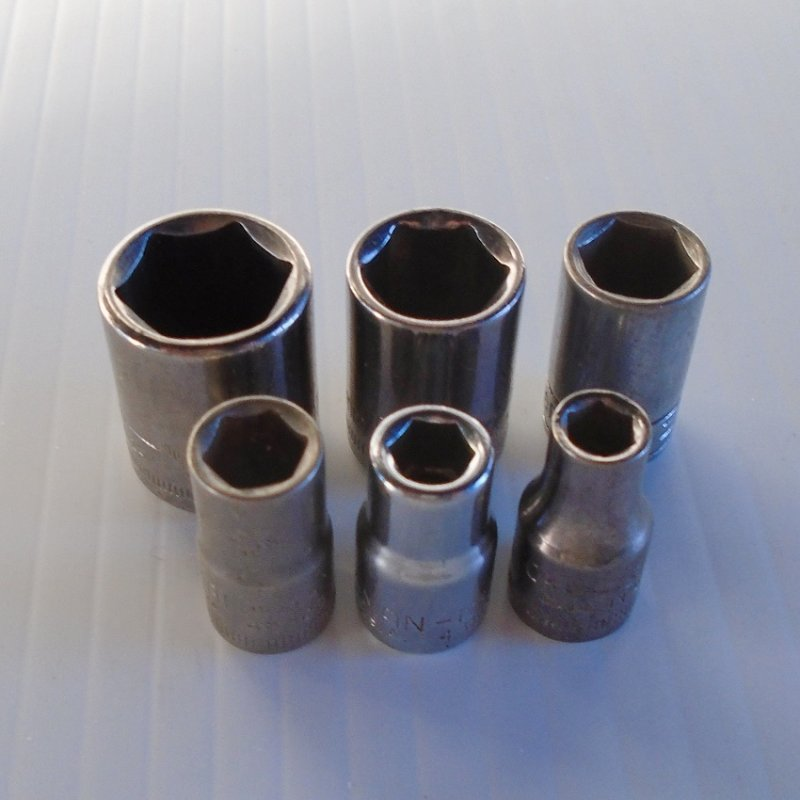 Craftsman metric sockets. 1/4 drive, 6 point, short. 6 sockets, 5, 6, 7, 9, 11, and 13mm. Used, some small spots of rust, but in great condition.