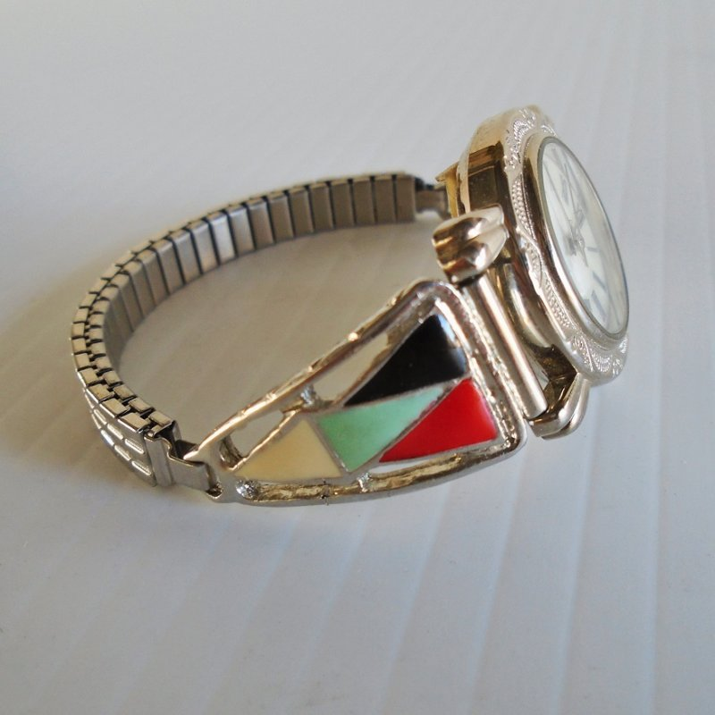 Southwest style ladies watch. Collezio brand. Silver in color. Vintage estate purchase.