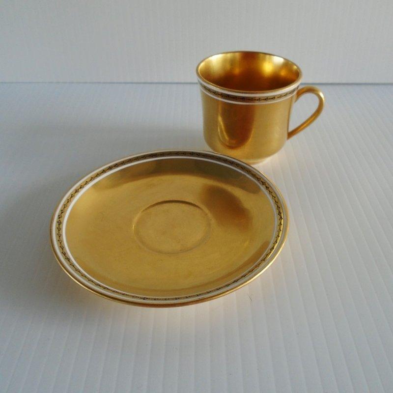 Gold gilt teacup or demitasse cup and saucer. Probably 22k gold gilding. Estate find.
